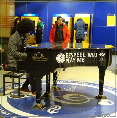 20161221_1603piano_station_amsterdam_centraal Sony HX60