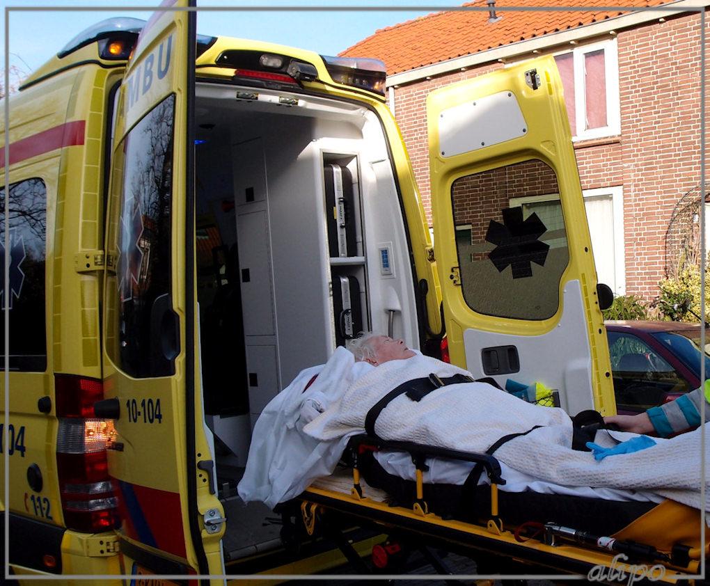 Moe naar het ziekenhuis Olympus XZ1