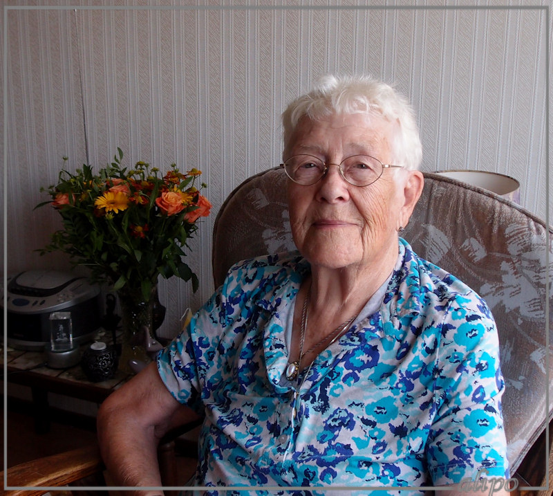 Mam 90 jaar Olympus XZ1